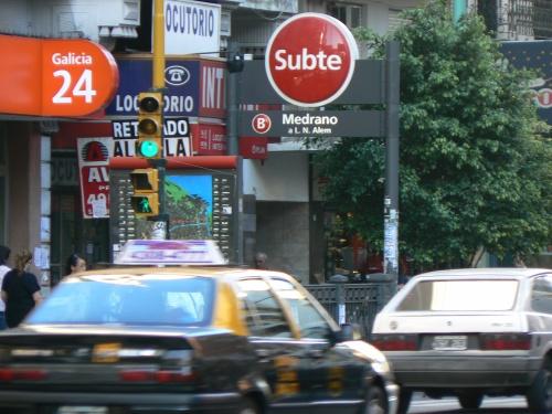 Subte, Calle Medrano, Buenos Aires, TKGO, Tara and Karina Go Out