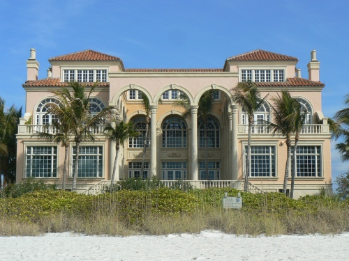Bay Colony's mansions on the beach